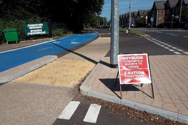 Photo of separate pedestrian and cycle lanes side by side