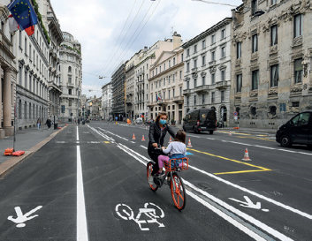 Figure 12: Reallocated road space for walking and cycling – Milan, Italy (Copyright REUTERS/Daniele Mascolo)