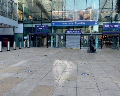Figure 25: One way entrance and exit access with queueing markers – Manchester