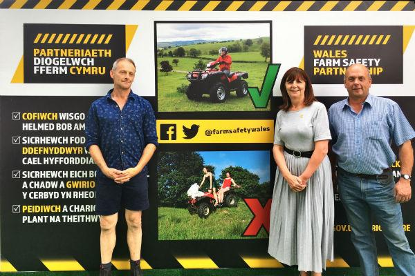Alun Elidyr Edwards and Glyn Davies, with Lesley Griffiths, Minister for Environment, Energy and Rural Affairs